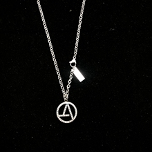 Wu Tong's peaceful anti war trend men's and women's sweater chain necklace trend round diamond necklace couple's versatile hiphop