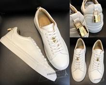 VICKIE香港ショッピングBUSCEMI 18春夏の白い靴を締めるゴールドロック